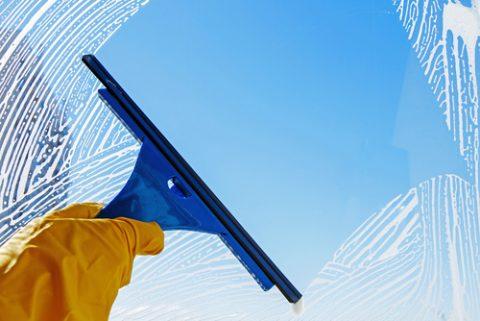 trucchi per pulire i vetri
